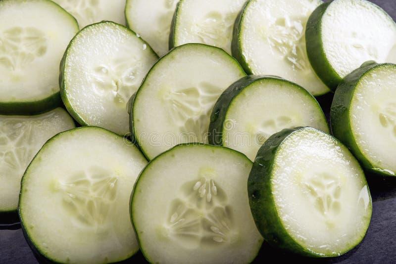 Gurke schneidet gesundes Lebensmittel lizenzfreie stockfotos