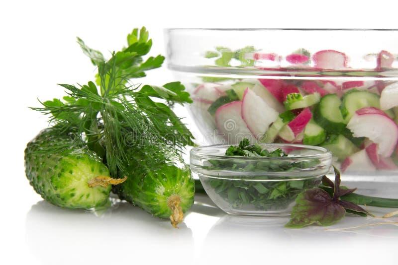Gurken, Grüns, ein Basilikum und der Schnittsalat stockfotografie