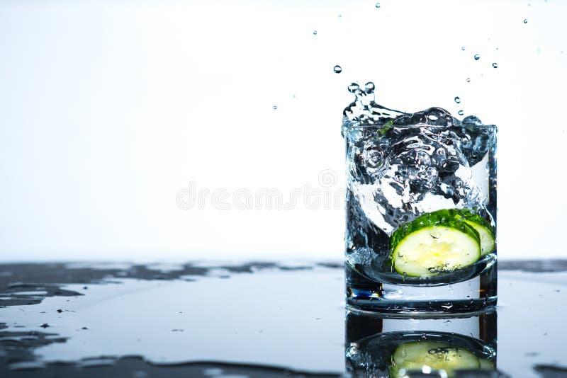 Gurken-Spritzen stockfotos