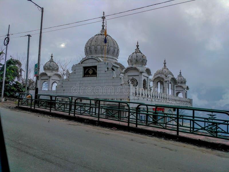Gurudwara bonito em uma estação do monte imagem de stock royalty free