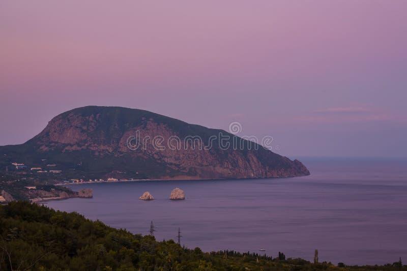 Gurzuf en de berg van Ayu Dag. stock afbeelding