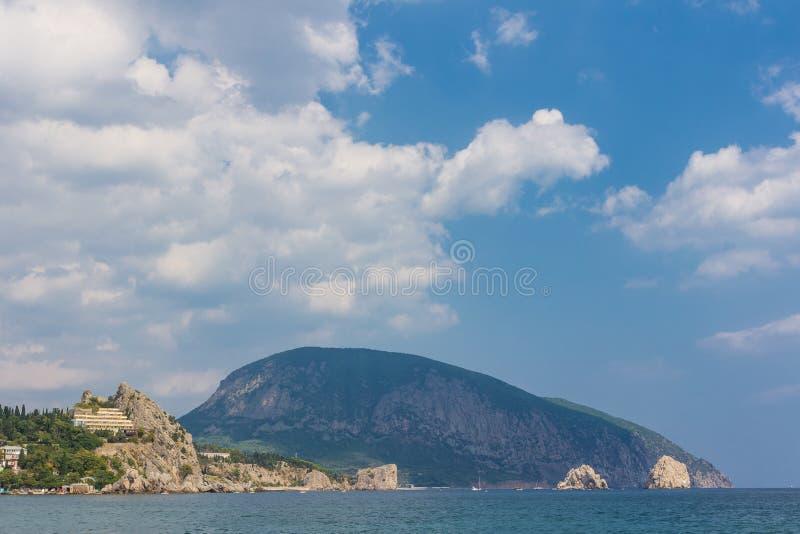 Gurzuf en de berg van Ayu Dag. royalty-vrije stock fotografie