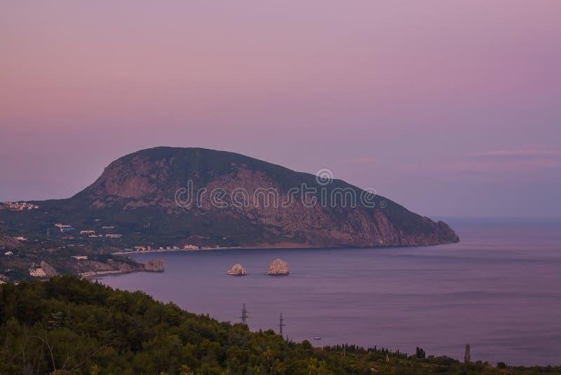 Gurzuf en de berg van Ayu Dag stock afbeeldingen