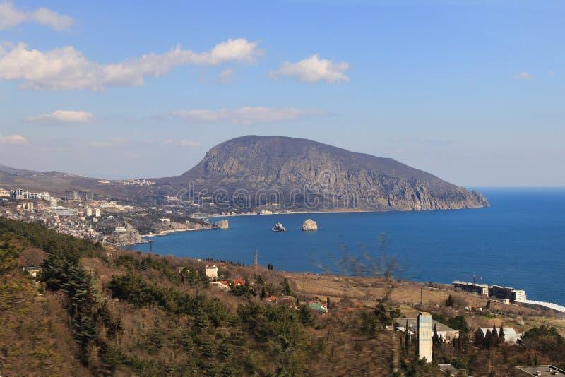 Gurzuf (Hurzuf)镇和Ayu Dag (Medved'-gora)在克里米亚 库存照片