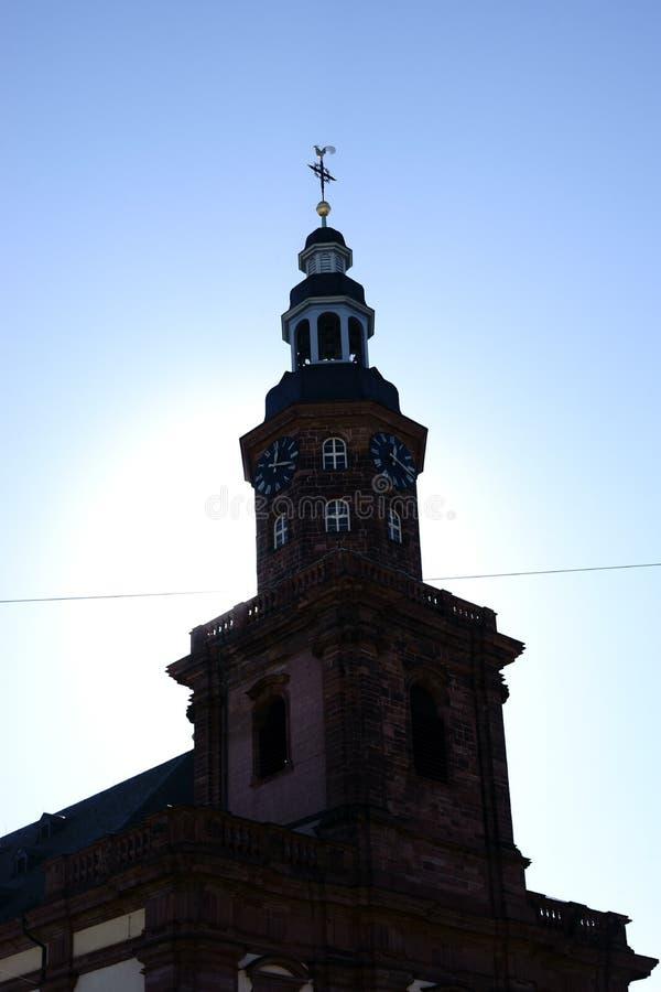 Gusanos de la iglesia de la trinidad de la torre de reloj fotos de archivo