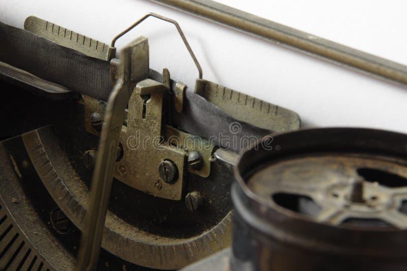 Guss der Retro- Schreibmaschine im Makrofoto stockbild