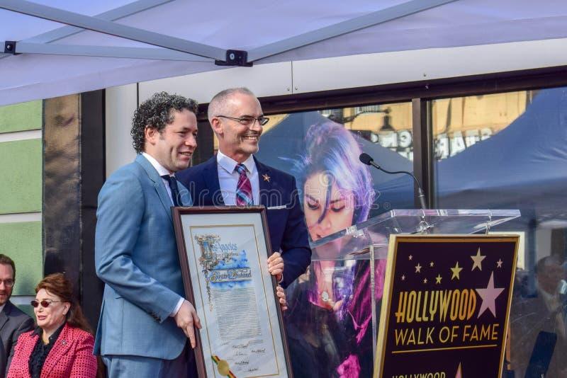 Gustavo Dudamel & Mitch O'Farrell på ceremoni, var ledaren Gustavo Dudamel mottog en stjärna på Hollywood, går av berömmelse royaltyfria bilder