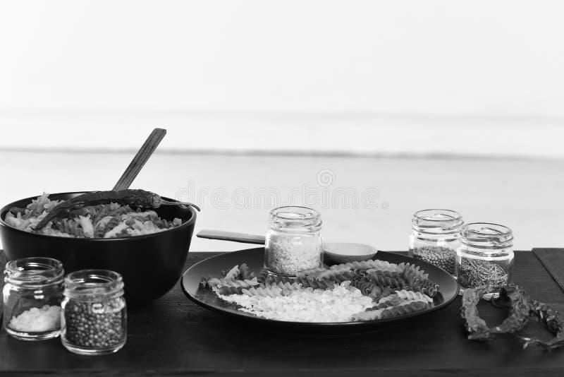 Gusto y concepto picante de la cocina Plato italiano colocado en la tabla fotos de archivo