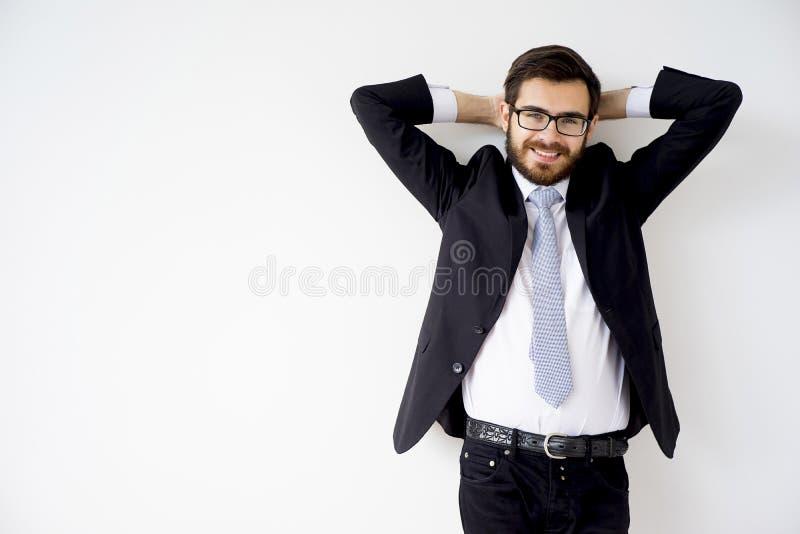 Gut aussehender Mann in einer Klage lizenzfreies stockbild