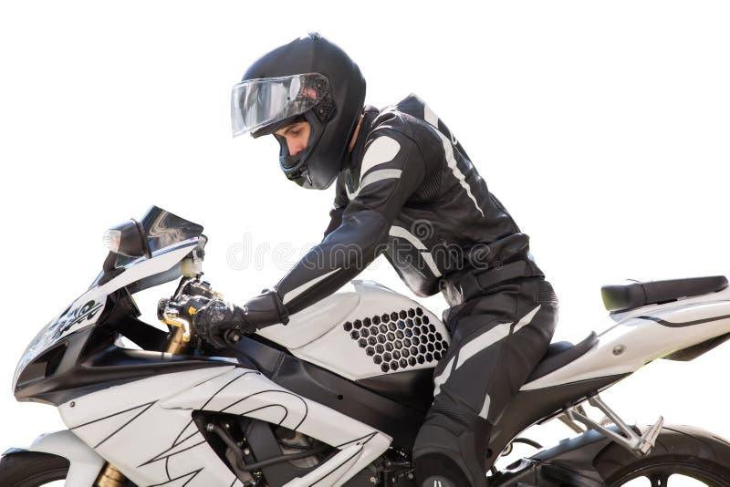 Gut aussehender Mann mit seinem Motorrad lokalisiert im Weiß lizenzfreie stockfotografie