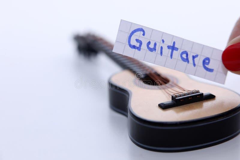 Gutare, Francuski słowo dla gitary w Angielskim fotografia stock