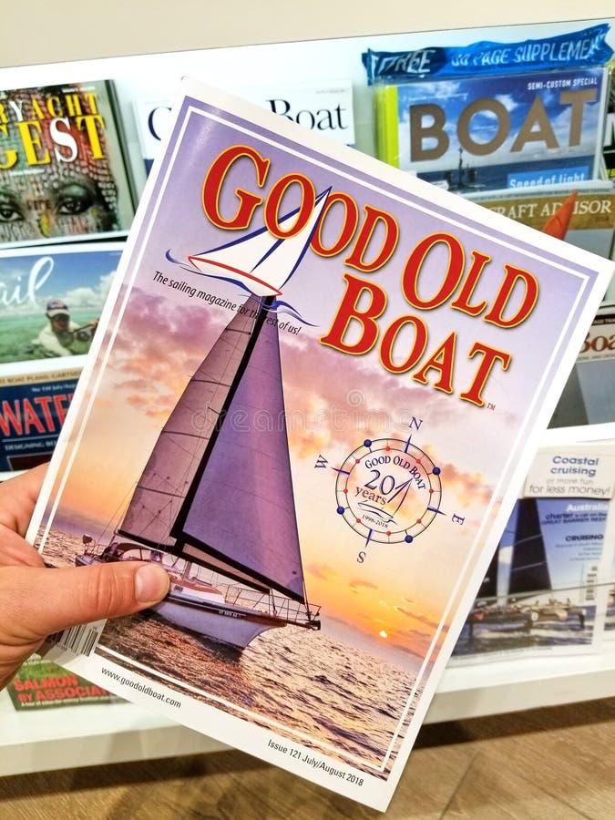 Gute alte Bootszeitschrift in einer Hand lizenzfreies stockbild