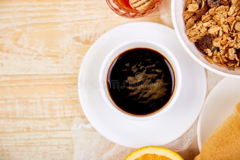 Guten Morgen Kontinentales Frühstück auf ristic hölzernem Hintergrund stockfotografie