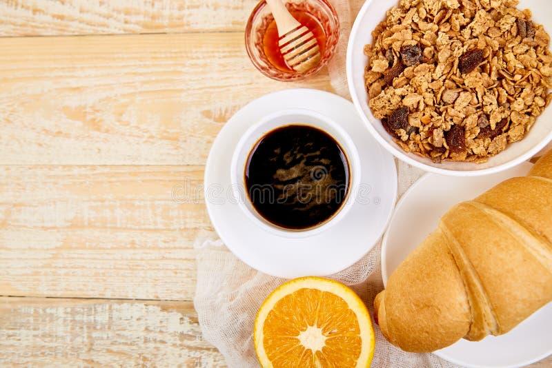 Guten Morgen Kontinentales Frühstück auf ristic hölzernem Hintergrund lizenzfreies stockbild