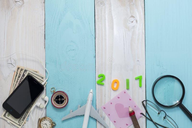 Guten Rutsch ins Neue Jahr 2017 mit Reisevorbereitungsausrüstung, Ausstattung von lizenzfreies stockfoto