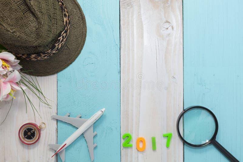 Guten Rutsch ins Neue Jahr 2017 mit Reisevorbereitungsausrüstung, Ausstattung von stockfotos