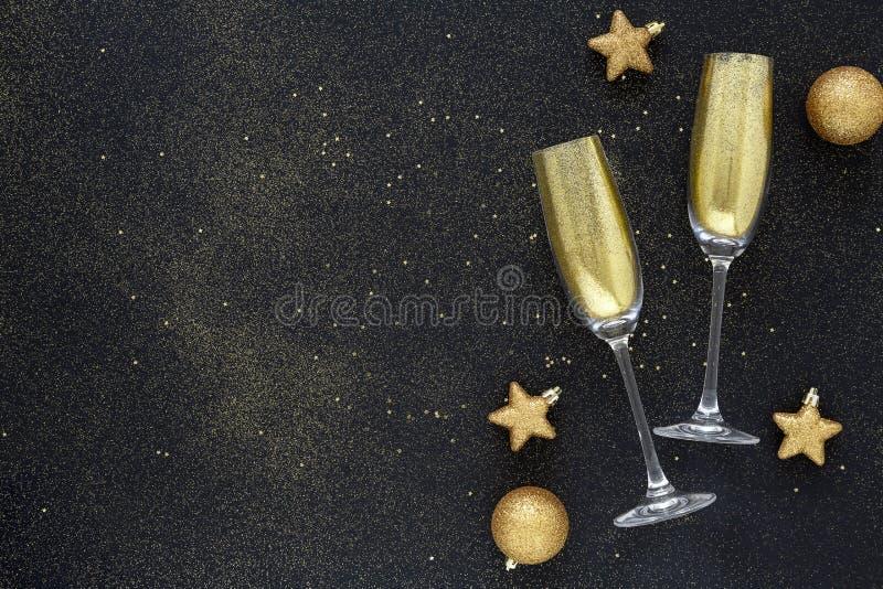Guten Rutsch ins Neue Jahr 2020 Schönes Glühen überlagert für Feiertagsgrußkarte Flache Lagezusammensetzung stockbild