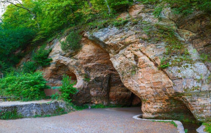 Gutmanis-Höhle in Sigulda lizenzfreies stockbild
