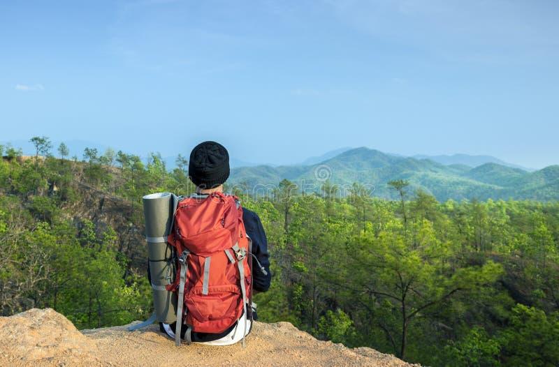 Guy Exploring Freedom Outdoors Concept royalty-vrije stock fotografie