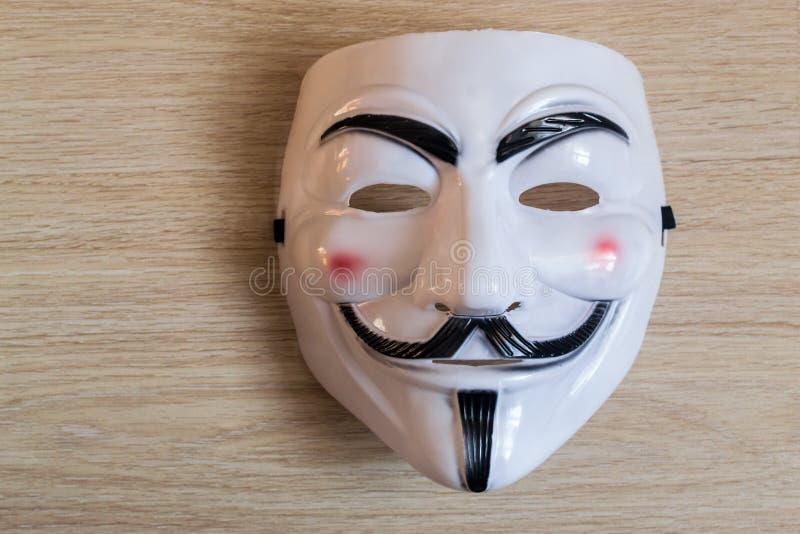 Guy Fawkes Mask em um fundo de madeira fotos de stock royalty free