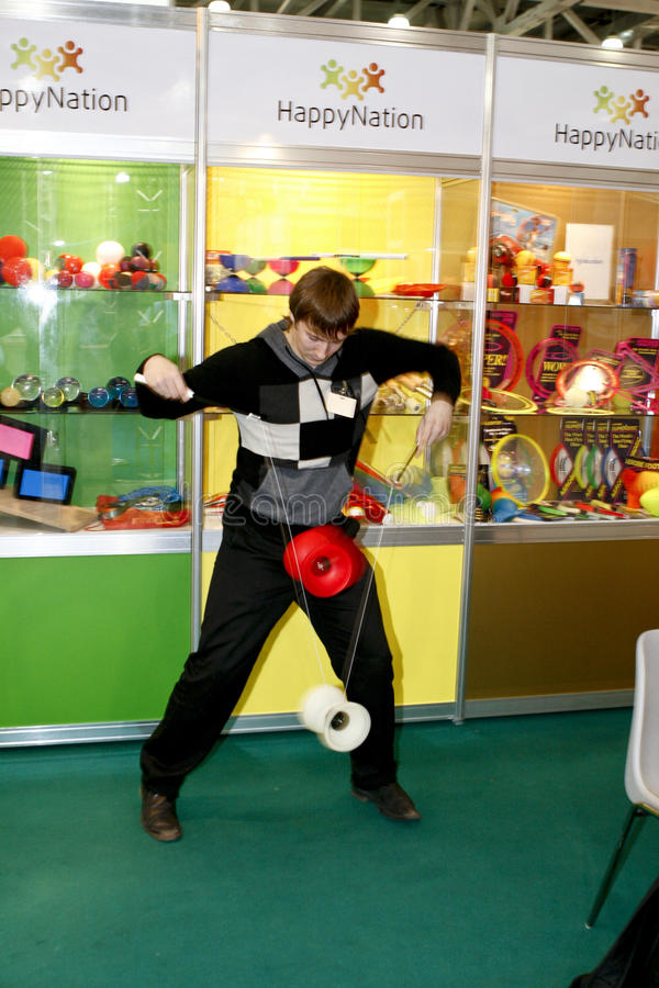 Download The guy play the yo-yo editorial image. Image of moving - 18963725