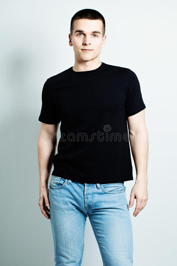 Guy Wearing Black-T-shirt royalty-vrije stock foto