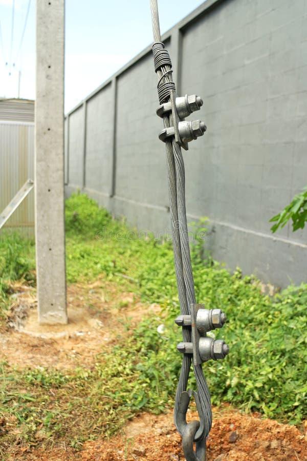 Guy Wire Fittings da instalação elétrica de Polo foto de stock