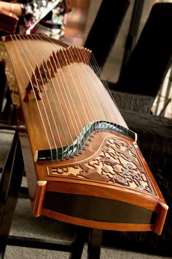 Guzheng tradicional, instrumento musical. imagen de archivo libre de regalías