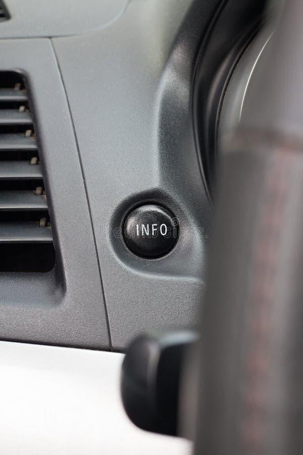 Guzika system kontrolny na samochodowej kierownicie obrazy royalty free