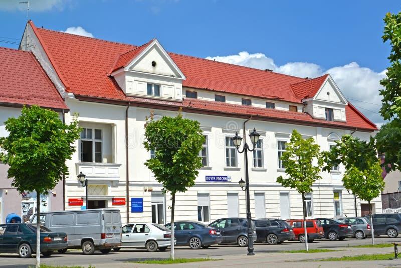 GVARDEYSK,俄罗斯 nThe俄国岗位大厦在夏日 免版税库存照片