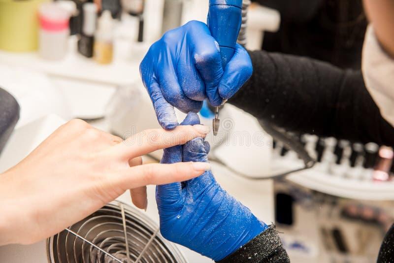 Gwóźdź techniki segregowania gwoździe z gwóźdź kartoteką Fachowi manicure narzędzia obraz stock
