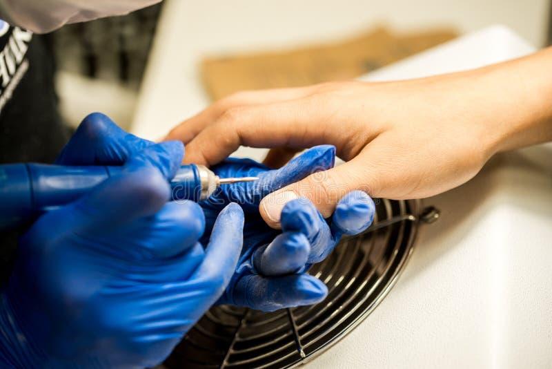 Gwóźdź techniki segregowania gwoździe z gwóźdź kartoteką Fachowi manicure narzędzia obrazy stock