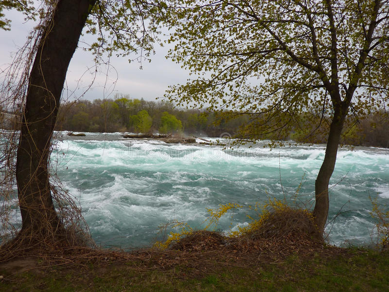 Gwałtowni przy Niagara spadkami zdjęcia stock