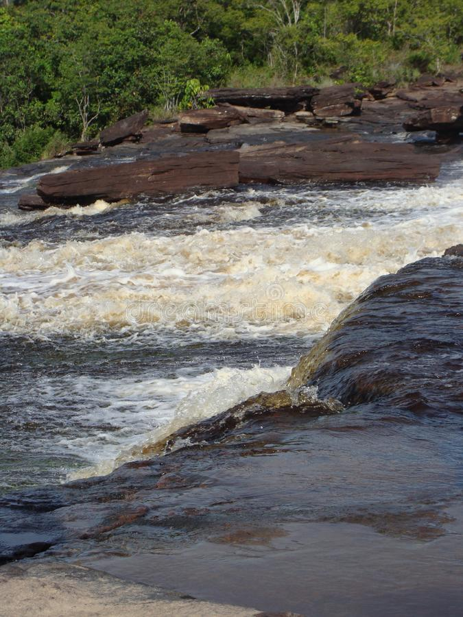 Gwałtowni rzeka w amazonce obraz stock