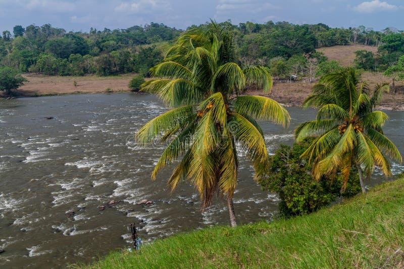 Gwałtowni San Juan Ell Castillo rzeczna pobliska wioska, Nicarag obraz royalty free