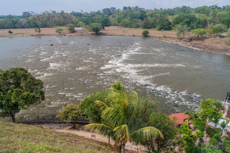 Gwałtowni San Juan Ell Castillo rzeczna pobliska wioska, Nicarag zdjęcie stock