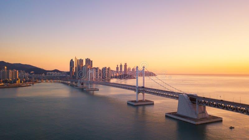 Gwangan Brücken- und Haeundae-Vogelperspektive bei Sonnenaufgang, Busan, Süd stockbilder