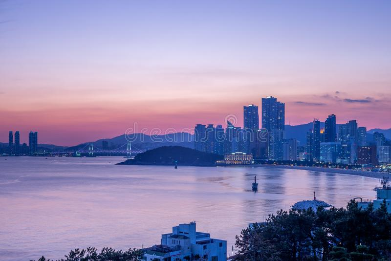 Gwangan most i linia horyzontu haeundae w Busan zdjęcie royalty free