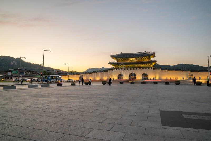 Gwanghwamun port, Gyeongbokgung slott i Seoul, Sydkorea arkivbild