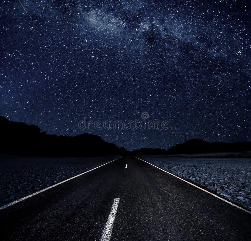 Gwiaździsta noc w pustyni obraz stock
