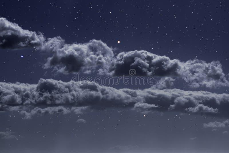 Gwiaździstej nocy chmury zdjęcie royalty free