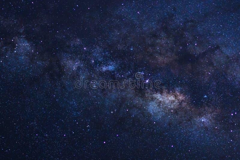 Gwiaździsty nocne niebo, milky sposobu galaxy z gwiazdami wewnątrz i astronautyczny pył, obrazy stock