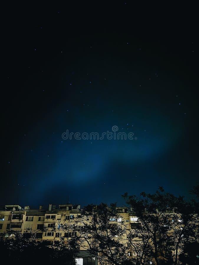 Gwiaździsty nocne niebo widzieć od mój okno obrazy royalty free