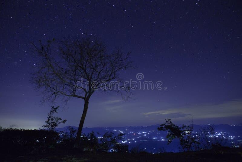 Download Gwiazda na niebie obraz stock. Obraz złożonej z błękitny - 53782473