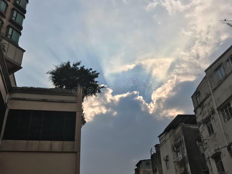 Gwiazdowa chmura wieszająca na niebie fotografia royalty free