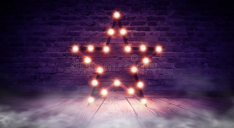 Gwiazdowa lampa na tle stary ściana z cegieł na drewnianej podłoga, zaświeca, światła, światła, świecenie, dym obraz stock