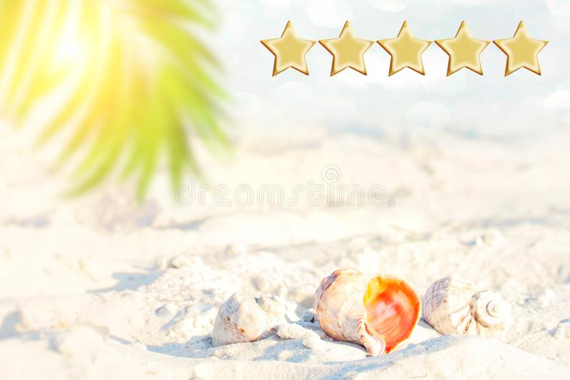5 gwiazdowych wakacji rozdają, plaża i seascape, Przestrzeń dla teksta Klienta doświadczenia pojęcie, Najlepszy Znakomite usługa  zdjęcie stock