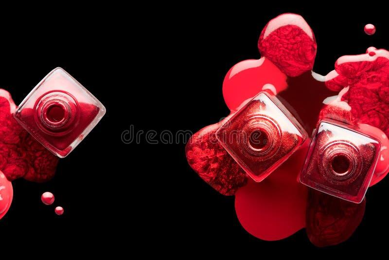 Gwoździa manicure'u i sztuki pojęcie Kruszcowy czerwony gwoździa połysk fotografia royalty free