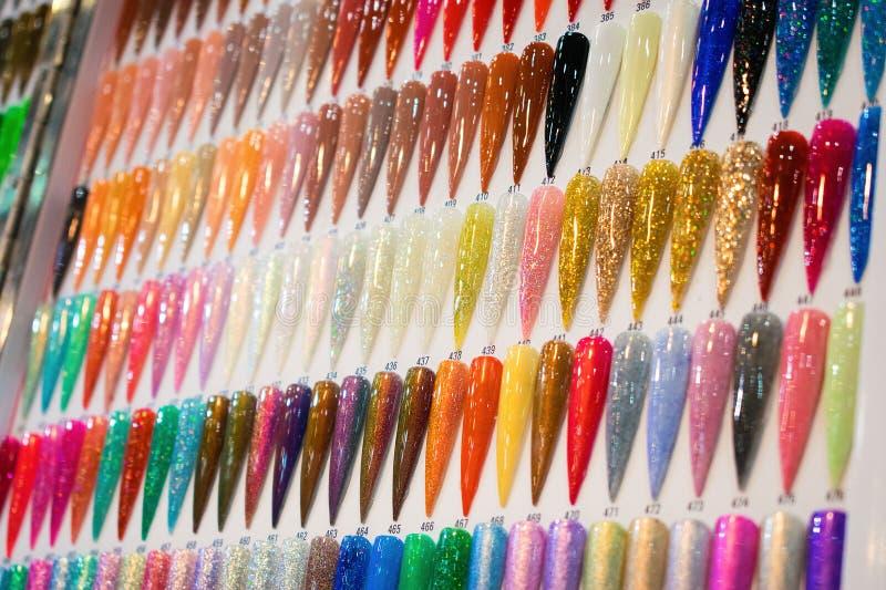 Gwoździa połysku koloru mapy Gwoździa połysku swatches w różnym kolorze Kolorowa gwóźdź laka w poradach Błyszcząca gel laka zdjęcie royalty free