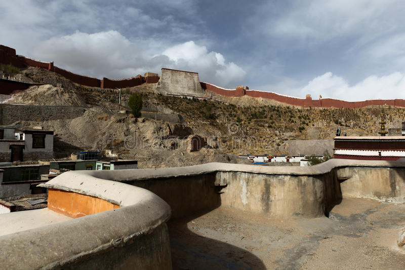 Gyantse vägg från den Kumbum pagoden royaltyfria foton